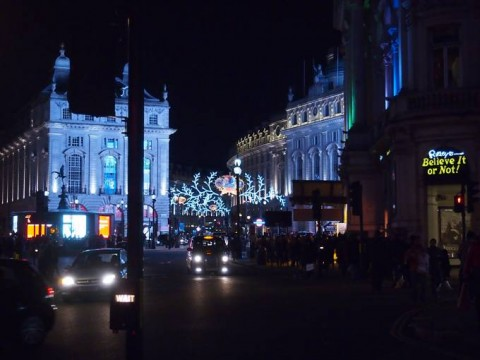 Ein abendlicher Blick in die post-christmas-sale-bereite Regent Street in London.